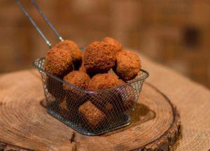 Ambachtelijk gemaakte bitterballen van Limousinvlees